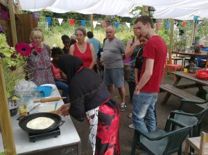 eten in de pluktuin 2 aug. 2014 004