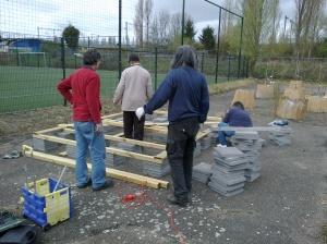 podium opbouw pluktuin mrt 2012 023