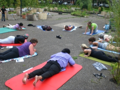yoga workshop en eten in de tuin 2012 086